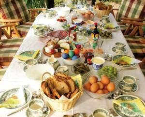 Vacanze di pasqua per un italiano su tre feste a casa cidec - Tavola imbandita per pasqua ...